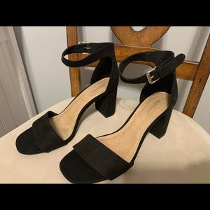 Simple black suede heels! 👠 worn ONCE!
